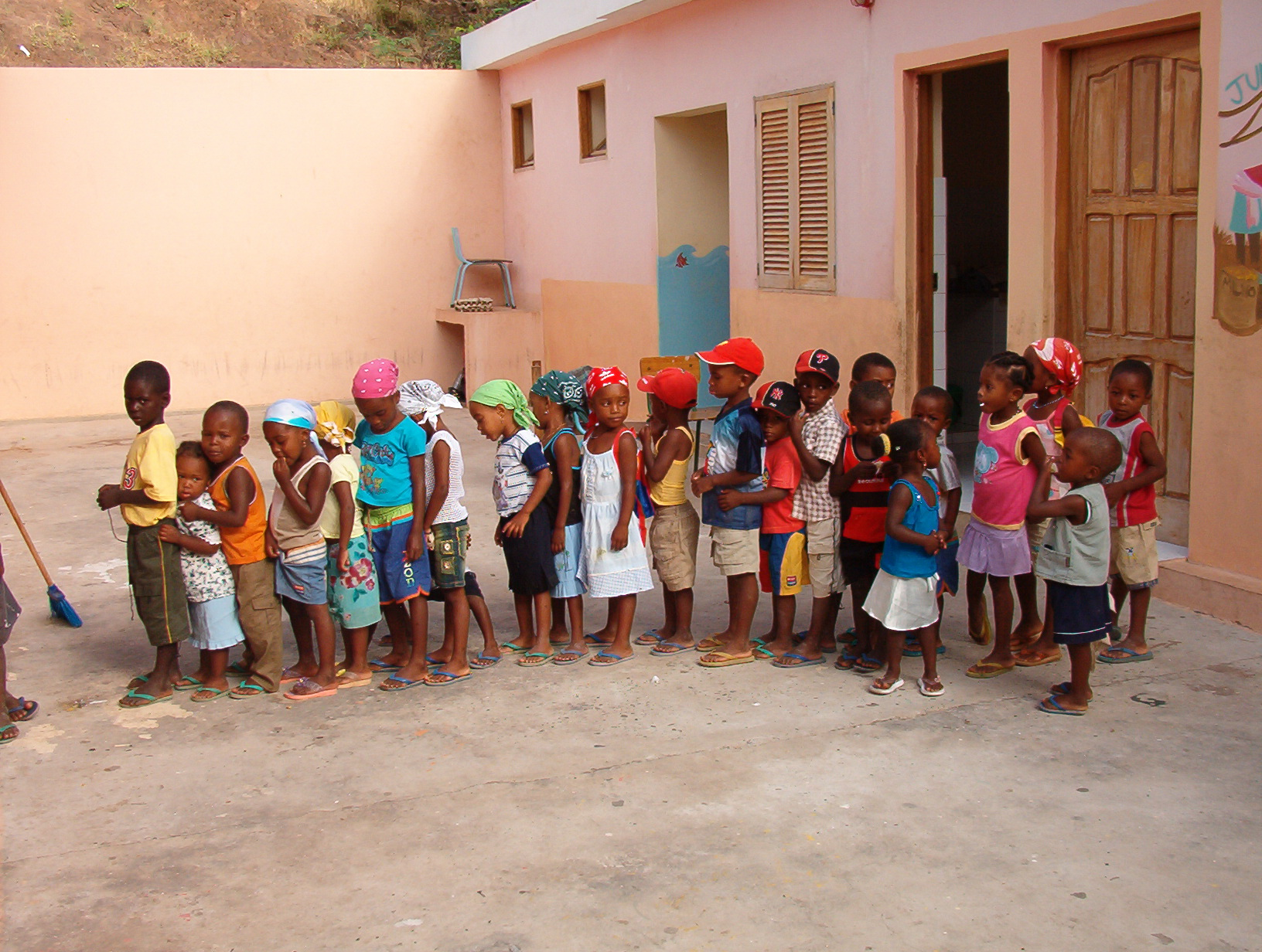 Children lining up for class in Cape Verde - by DuncanCV
