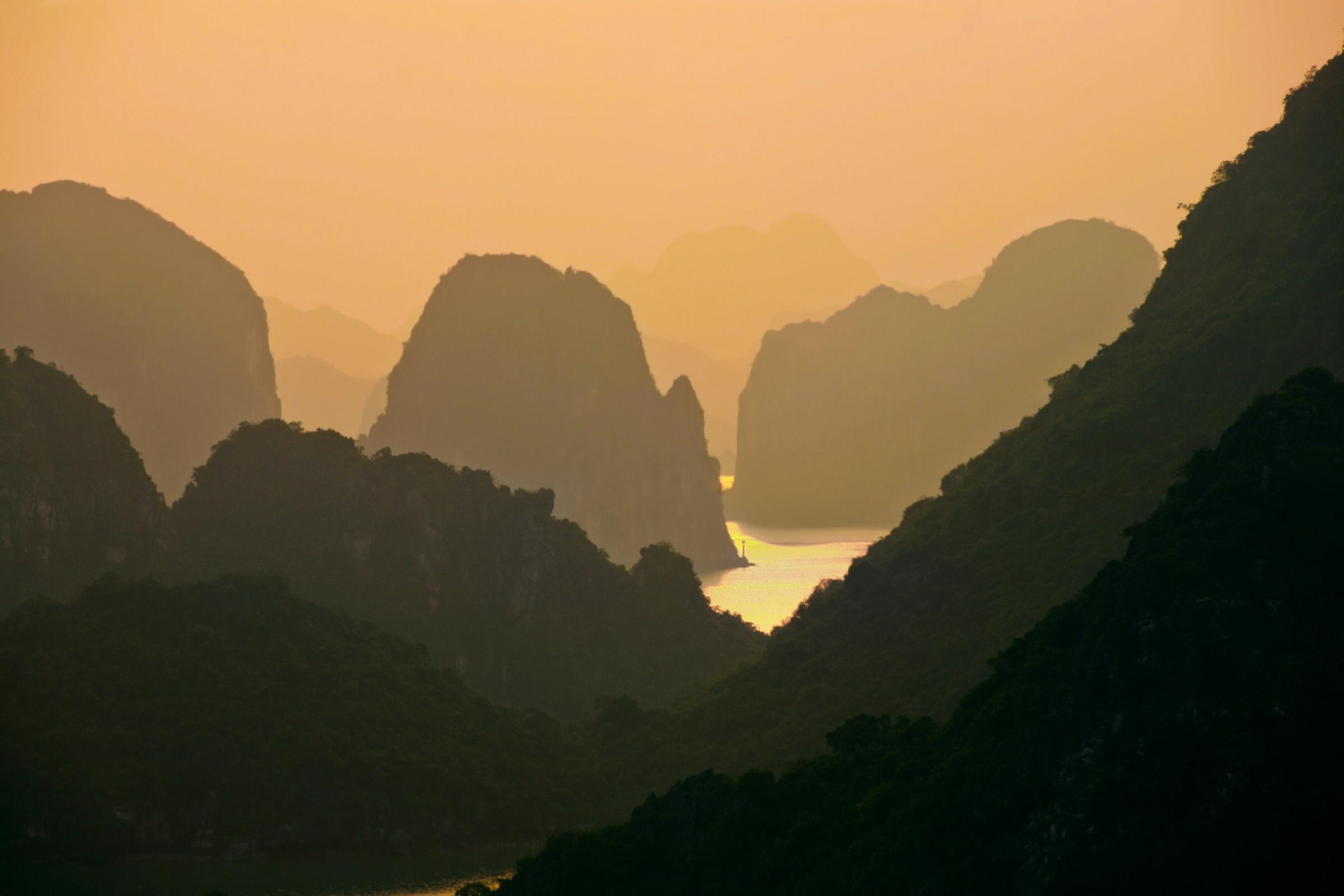 Ha Long Bay, VIetnam - by Aftab Uzzaman