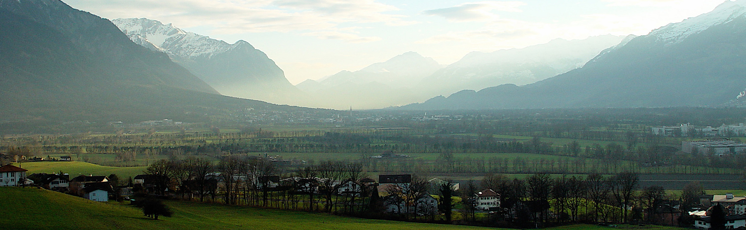 Liechtenstein in the afternoon - by Hellebardius
