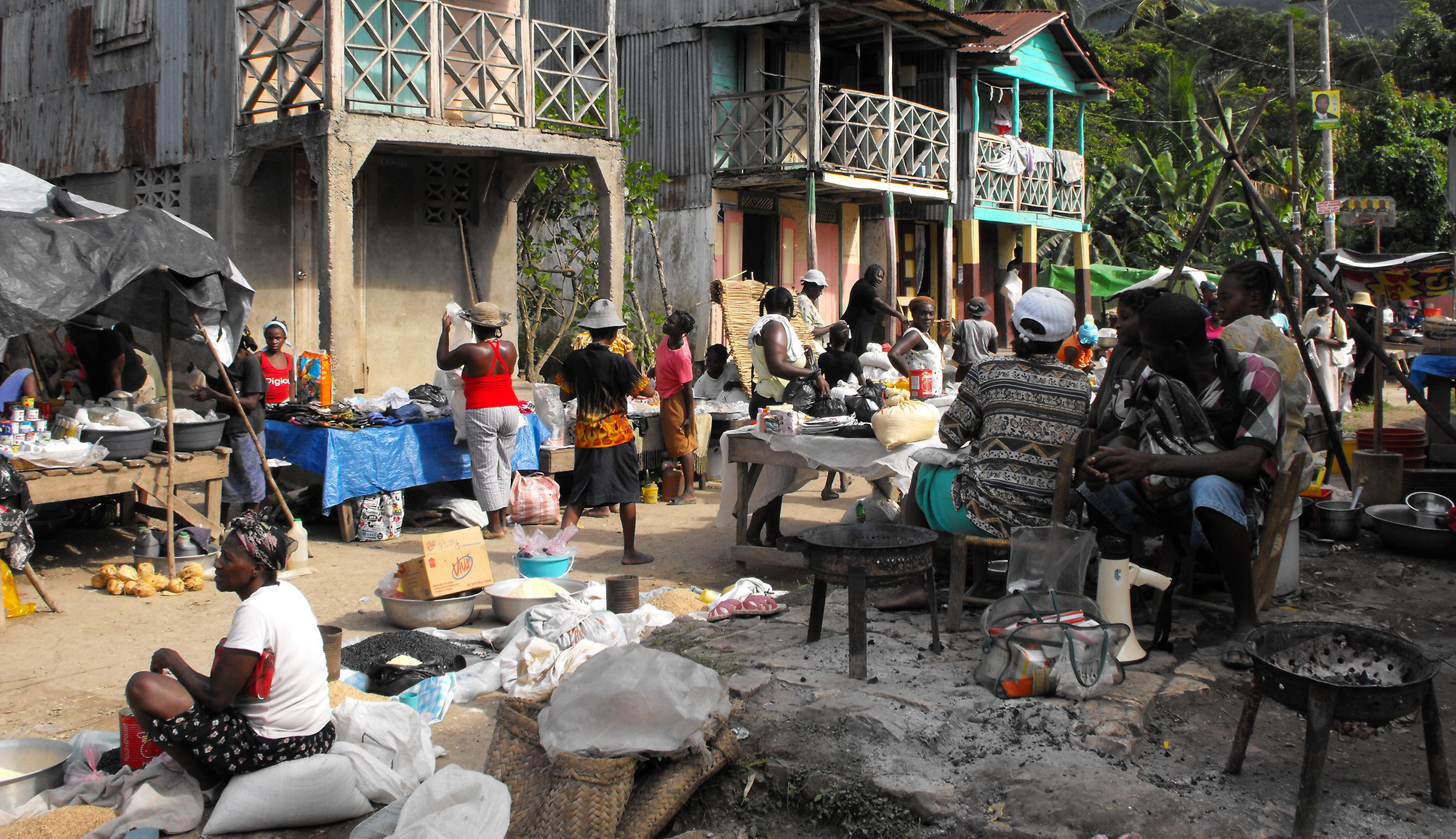 Market in Baraderes, Haiti - by Thomas Hackl