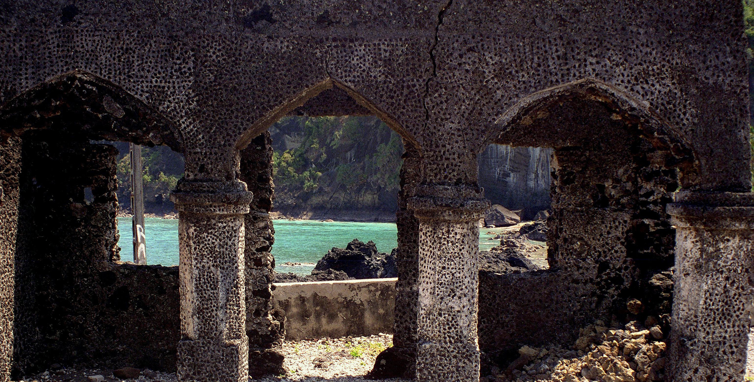 Ruins of a mosque in the Comoros - by Juergen Kurlvink