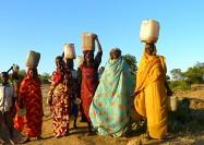 Baggara women carring water in Sudan - by Rita Willaert